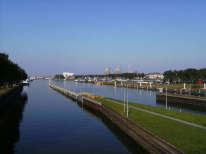 Maasbracht,_stadszicht_bij_Julianakanaal_2007-09-22_17_10