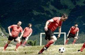 extreem-bergdorpjes-voetbal-foto